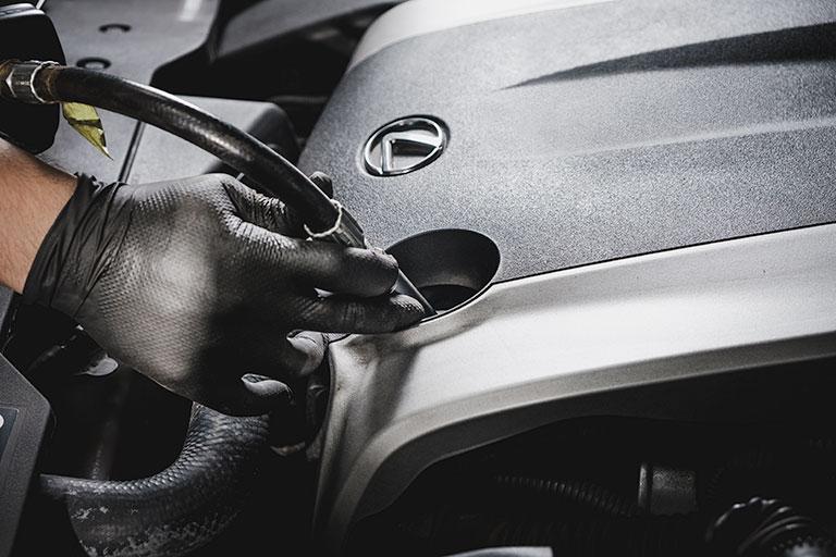 Lexus mechanic changing oil